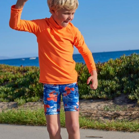 Sunday Funday! All about those skater vibes. Our kids' unisex rash guard make it easy and comfortable to enjoy any outdoor activity! Stocking stuffer idea!  P.S. What do you call an elf that sings? - A Wrapper 😂😂😂. #sunpoplife #kidssunprotection #kidsrashguards #brightcolorrashguards #kidseverydaywear #kidsathleisurewear #kidshappiness #kidssports #familyactivities #orange #koifish #boysrashguards #boysshorts #christmasgifts #giftseason #givethegiftofsunprotection #teachthemearly #goodhabits #winterbreak #december