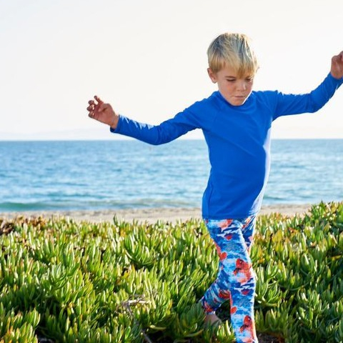 Jumping into winter break like…  #sunpoplife #kidssunprotection #kidsrashguards #brightcolorrashguards #kidseverydaywear #kidsathleisurewear #kidshappiness #kidssports #familyactivities #blue #boysrashguards #christmasgifts #giftseason #givethegiftofsunprotection #teachthemearly #goodhabits #winterbreak #december