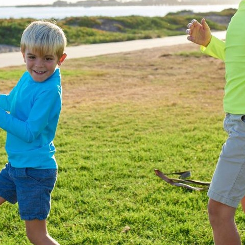 Try our new bright colored rash guards for those fun weekend activities! #sunpoplife #kidssunprotection #kidsrashguards #brightcolorrashguards #kidseverydaywear #kidsathleisurewear #kidshappiness #kidssports #familyactivities #soccer #kidsoutdoorsports #teachthemearly #goodhabits #mixandmatch #kidfashion #january #2019 #proteccionsolar #sol #ropaupf #sombreroupf #aventuradeniños #ropaconproteccionsolar #protejetupiel
