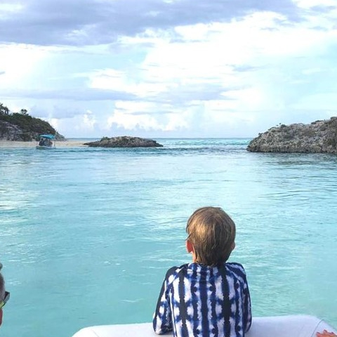 Sunday Funday Bahamas . . . . @martafasoli #sunpoplife #Bahamas #familyvacation #sailing #kidsessentials #sunprotection #upf50 #kidssrashguards #kidsswimmingpants #2pcsrashguardsets #shibori #shiborileggings #shiborikidsfashion #tiedye #indigo #kidsadventures #fishing #worryfreesunprotection #longlastingsunprotection #outdoorfreedom #safeinthesun #sunsafety #avoidsundamage #protecttheirskin #familyadventures #sundayfunday #sunday #nationalentrepreneursmonth #smallbusiness