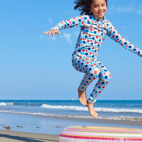 Jumping into winter break…  inspired by fun patterns and bright colors. . . #sunpoplife #winterbreak #wintersolstice #kidssunprotection #kidsrashguards #longsleeverashguards #brightcolorrashguards #kidseverydaywear #kidsathleisurewear #kidshappiness #familyactivities #dots #outdoorfreedom #kidshealth #girlsrashguards #brightcolors #funpatterns #christmasgifts #giftseason #givethegiftofsunprotection #teachthemearly #goodhabits  #december