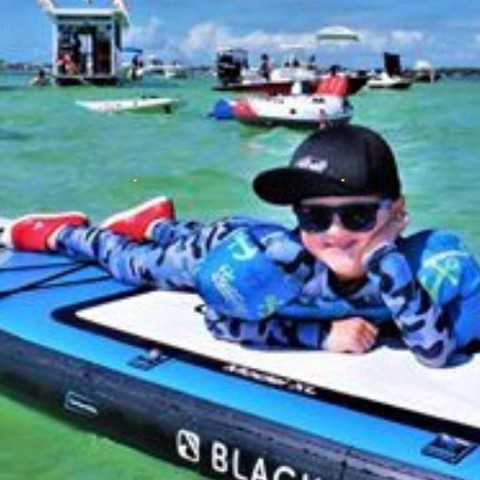 On the shortest day of the year … chilling like is never going to end!!! @jenreebel photographer: Captain Charlie @keylargoadventures Sanbar Islamorada . . . #sunpoplife #wintersolstice #chilling #shortestday #kidssunprotection #bluecamo #splclassics #rashguarsets  #kidshappiness #familyactivities #camooutfits #kidsrashguards #kidsupfclothing #kidsessentials #protejelapieldetusniños #kidshealth #safeinthesun #besunsmart #giftideas #outdooradventures #christmasgifts #giftseason #givethegiftofsunprotection #teachthemearly #goodhabits #winterbreak #december